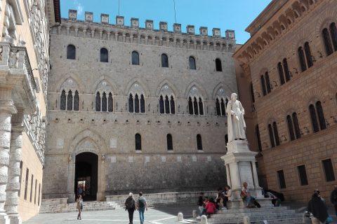 Siena piazza Salimbeni Montepaschi