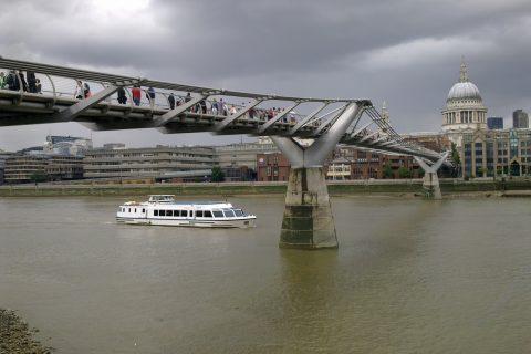 Londra Inghilterra millenium bridge