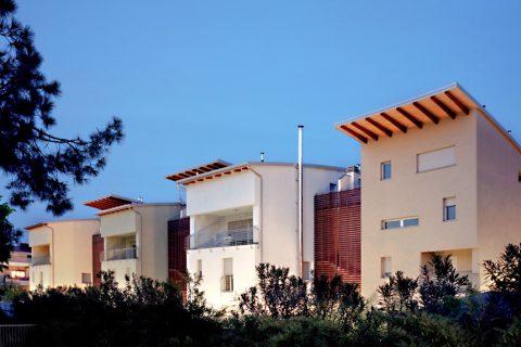Un complesso di abitazioni