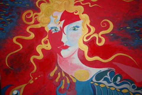 Una ragazza con colorati capelli svolazzanti