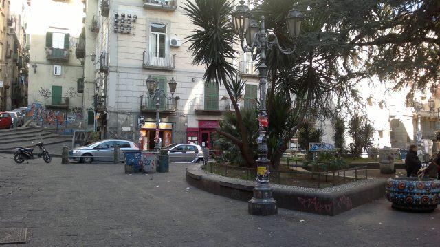 largo San Giovanni Maggiore nel centro storico di Napoli