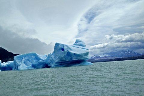 un iceberg sul lago Argentina in Patagonia