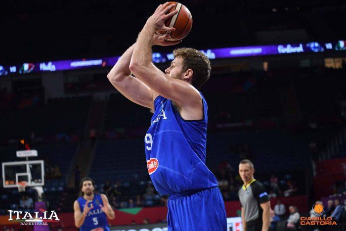 Europei di basket: Italia-Finlandia, Nicolò Melli al tiro.