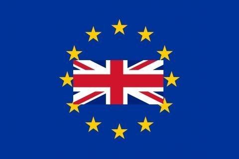 la bandiera dell'unione europea e quella britannica