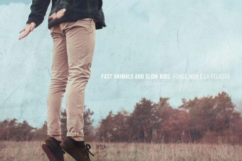 copertina di Forse non è la felicità dei Fast animals eand slow kids