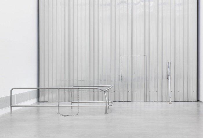 2017 Berlinische Galerie. Monica Bonvicini links Waiting#1 hinten Passing