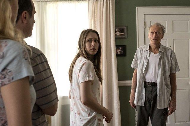 Taissa Farmiga nterpreta Ginny e Clint Eastwood interpreta Earl Stone.
