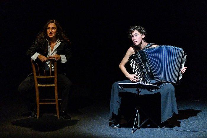 a teatro Arianna Scommegna e Giulia Bertasi