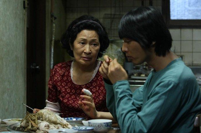 Kim Hye-ja e Won Bin in Madre di Bong Joon-ho